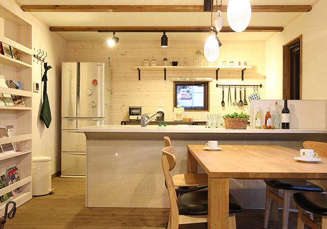 カフェのようにオシャレで使い勝手のいいキッチンは、毎日の家事が楽しくなります。