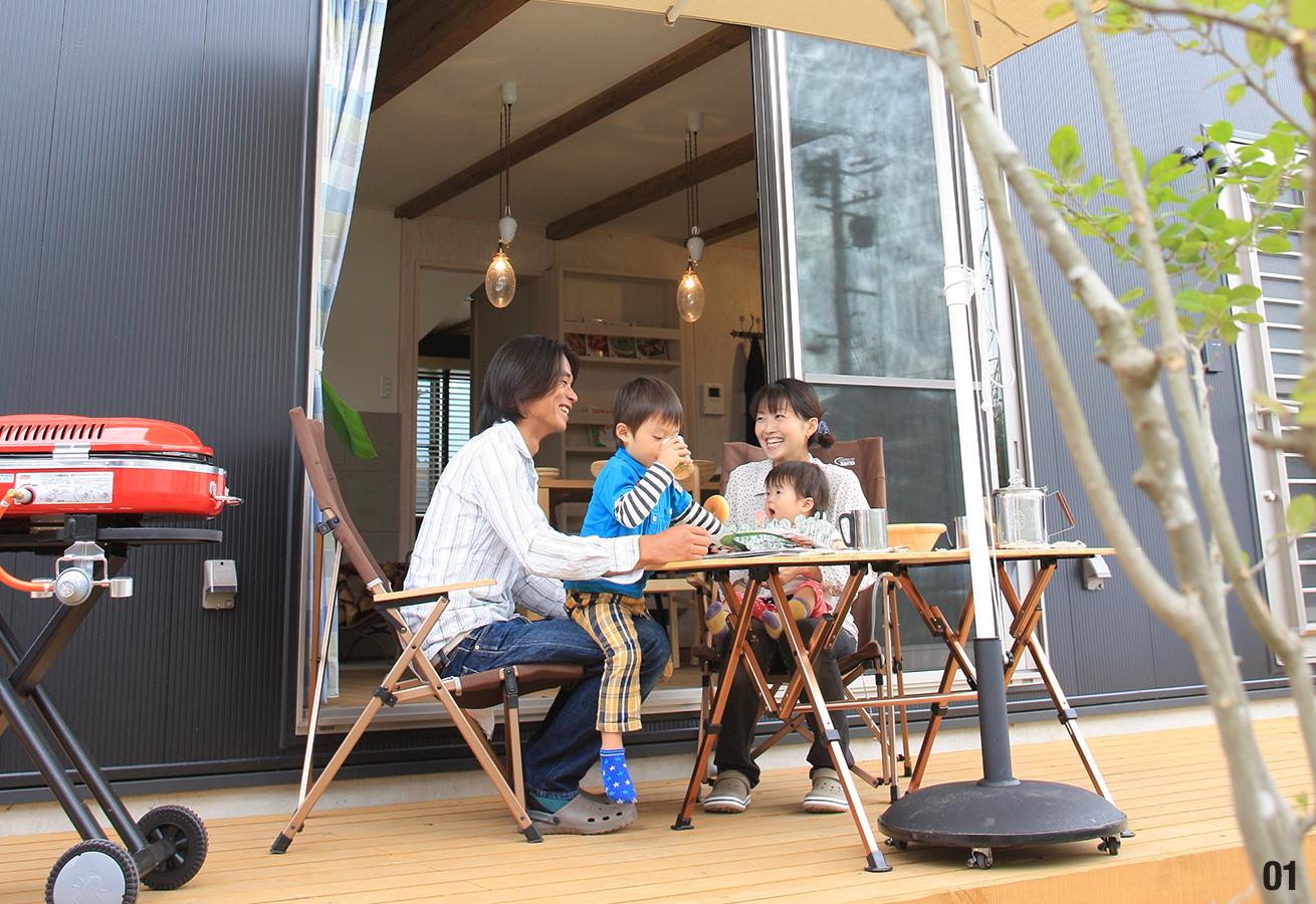 晴れた日には、オープンカフェ風にアフタヌーンティーを楽しんでみては。
